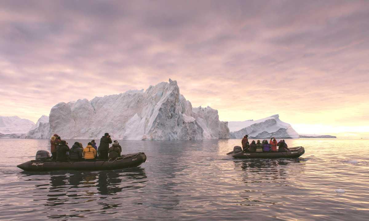 AC_3_Scott-Forsyth_RTD_NW-Passage-Ilulissat-zodiacs-e