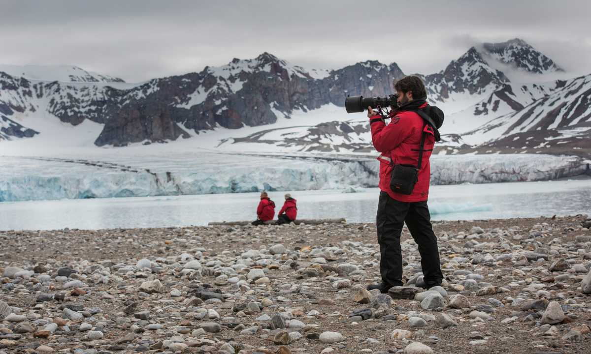 GAD_3_GAD_RTD_Svalbard-Landing-Traveller Photorapher-Glacier-e