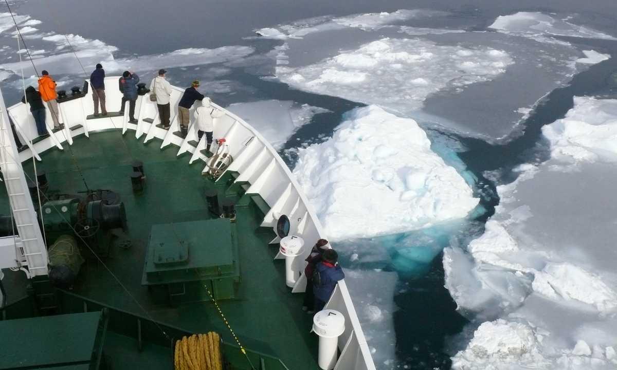 SW_3_Alex-Mudd_ALL_Ship-bow-ice-Greenland