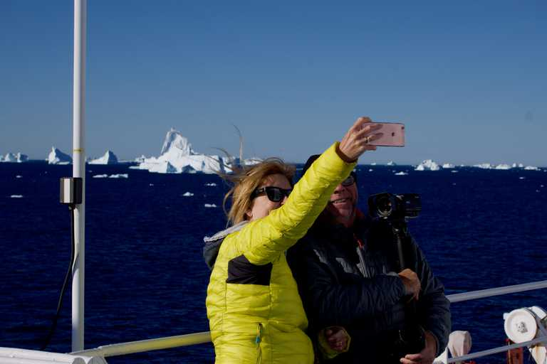 People-Selfie-Icebergs