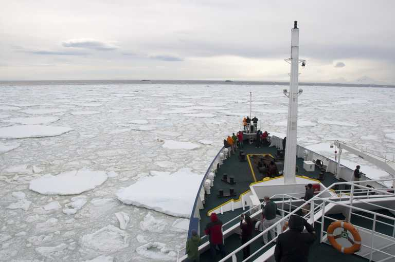 SHU_3_SHU_ALL_ship-bow-through-ice